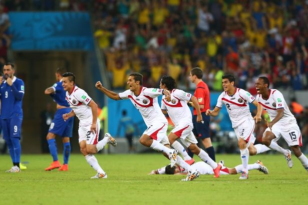 Costa Rica celebrates after defeating Greece in penalty shoot out - FIFA.com